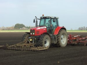 Spring seedbed preparation for sugar beet